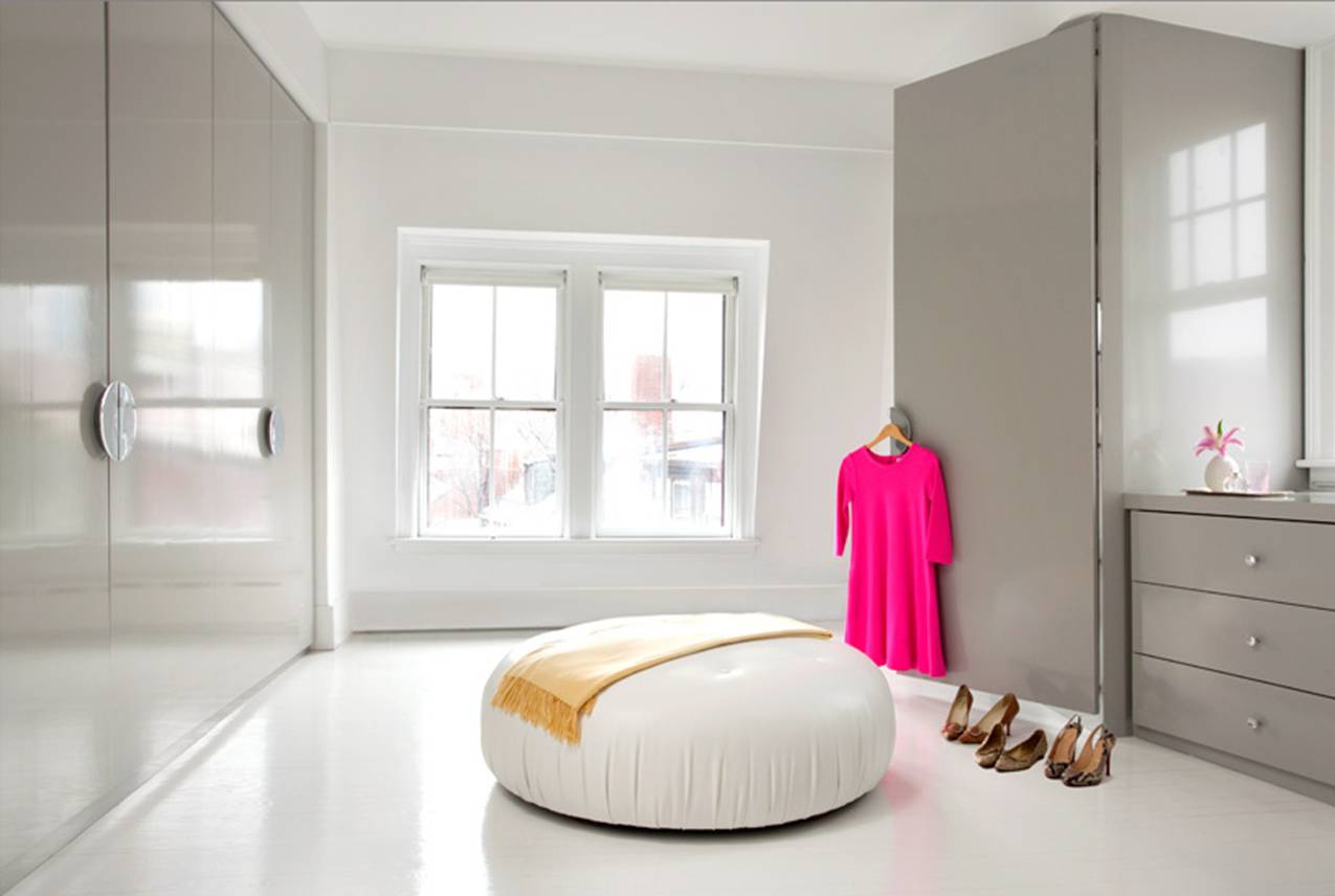 Wallpapers Modern Bedroom Style With Pink Carpet Curtains Glossy Floor  title=