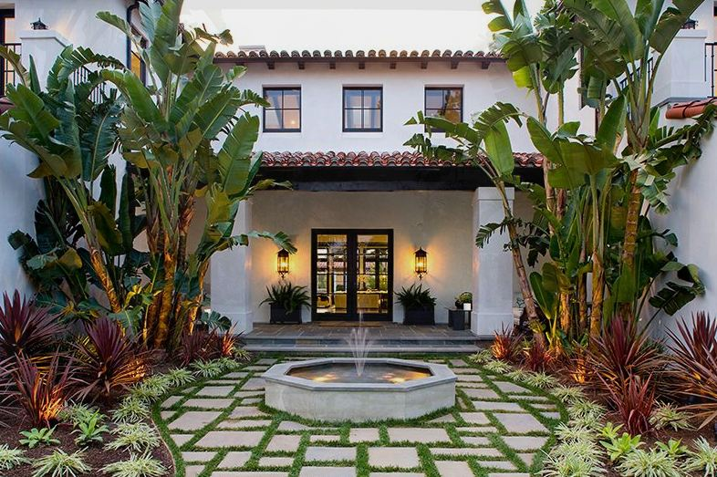 Spanish style outdoor entry home decorating ideas for Spanish style home plans with courtyard
