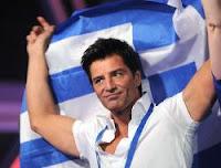 На фото: Сакис Рувас (Sakis Rouvas) с греческим флагом