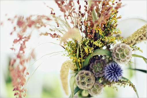 Today I am obsessed with the idea of using wildflowers for weddings.