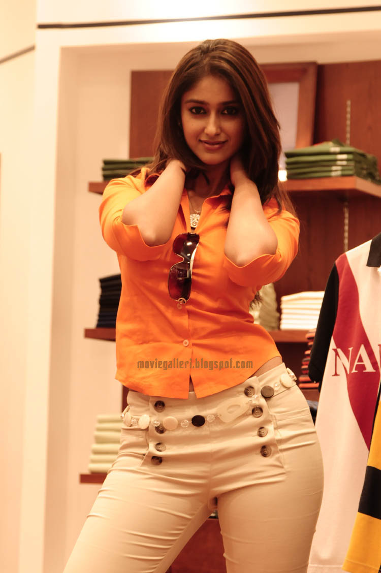 Film Actress Photos: Ileana Hot Photos In Tight Shirt and Jeans
