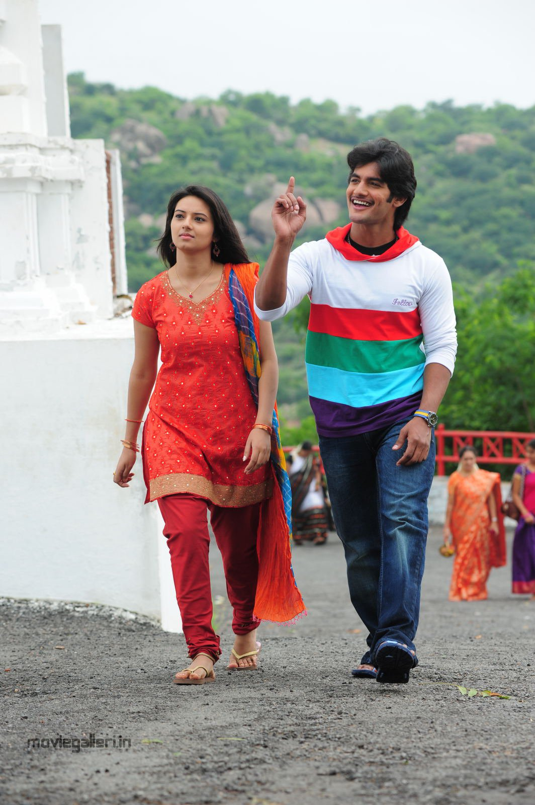 http://1.bp.blogspot.com/_6Vr9b9OoZno/TN-aPFAjuUI/AAAAAAAADyI/IEv2-dbPzqo/s1600/prema_kavali_movie_stills_photos_04.JPG