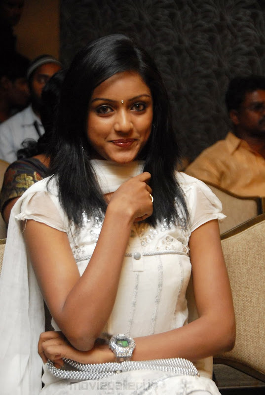 New Telugu Actress Keerthi Stills Actress Keerthi Photo Gallery wallpapers