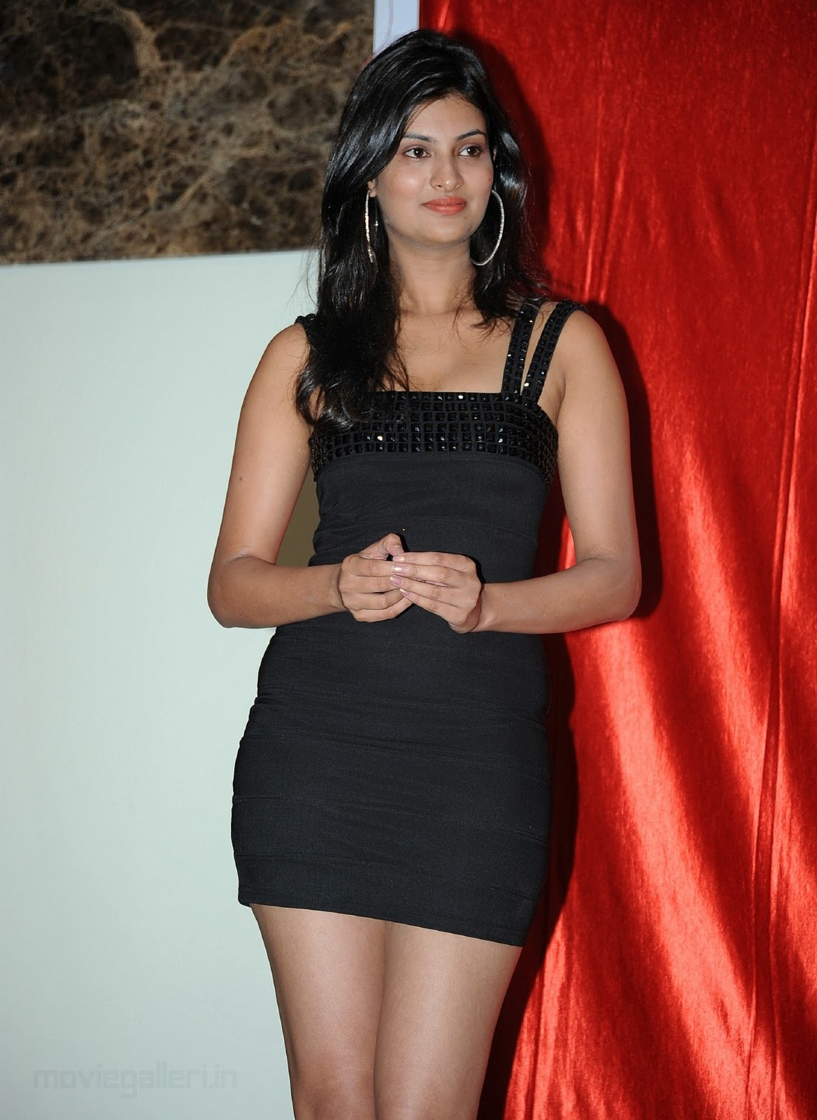 http://1.bp.blogspot.com/_6Vr9b9OoZno/TODletLXnpI/AAAAAAAAEDQ/o6V5ThDaPZg/s1600/sayali_bhagat_latest_black_dress_images_08.jpg