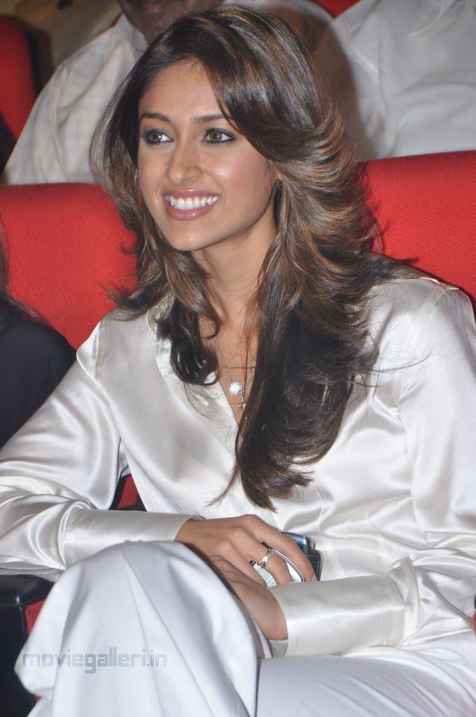 , Ileana D'Cruz Sexy in Silver Dress