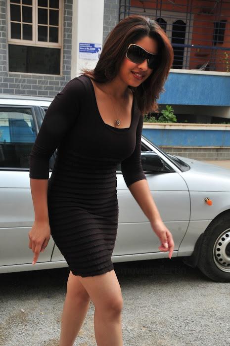 richa gangopadhyay actress pics