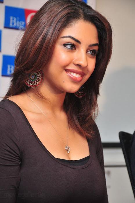 richa gangopadhyay cute stills