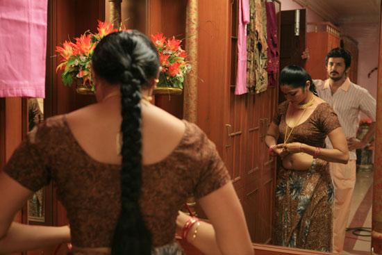 http://1.bp.blogspot.com/_6Vr9b9OoZno/TQuYQPqFI9I/AAAAAAAAHMQ/9F8tm8L_eow/s1600/thalapulla_movie_hot_stills_03.jpg