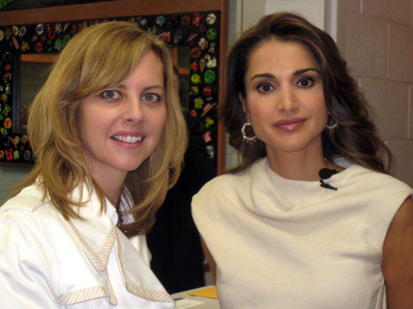 http://1.bp.blogspot.com/_6W-Hod3H-AI/S9naO-_izrI/AAAAAAAAAMk/4Tl5qCIBAOY/s1600/Kelly-n-Queen.jpg