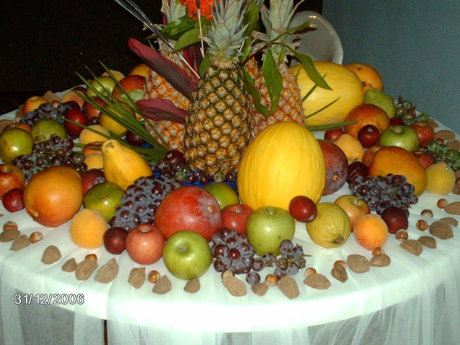decoracao festa reveillon:Uma mesa de frutas sempre combina com réveillon .