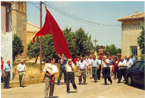 Abre la procesión el Pendón