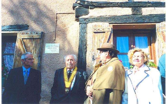 Descubriendo la placa de Prior de la mordilla a J. Mª G. Marrón (2001)