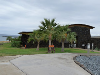 New building at Kawaihae heiau with Hawaiian culture displays