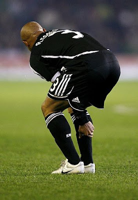 Roberto Carlos feels his injured right calf muscle