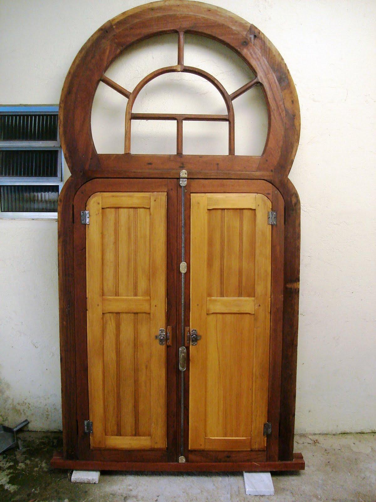 #71401F Materias de demolição Portas antigas janelas antigas e outros  570 Janelas Em Arco Pleno