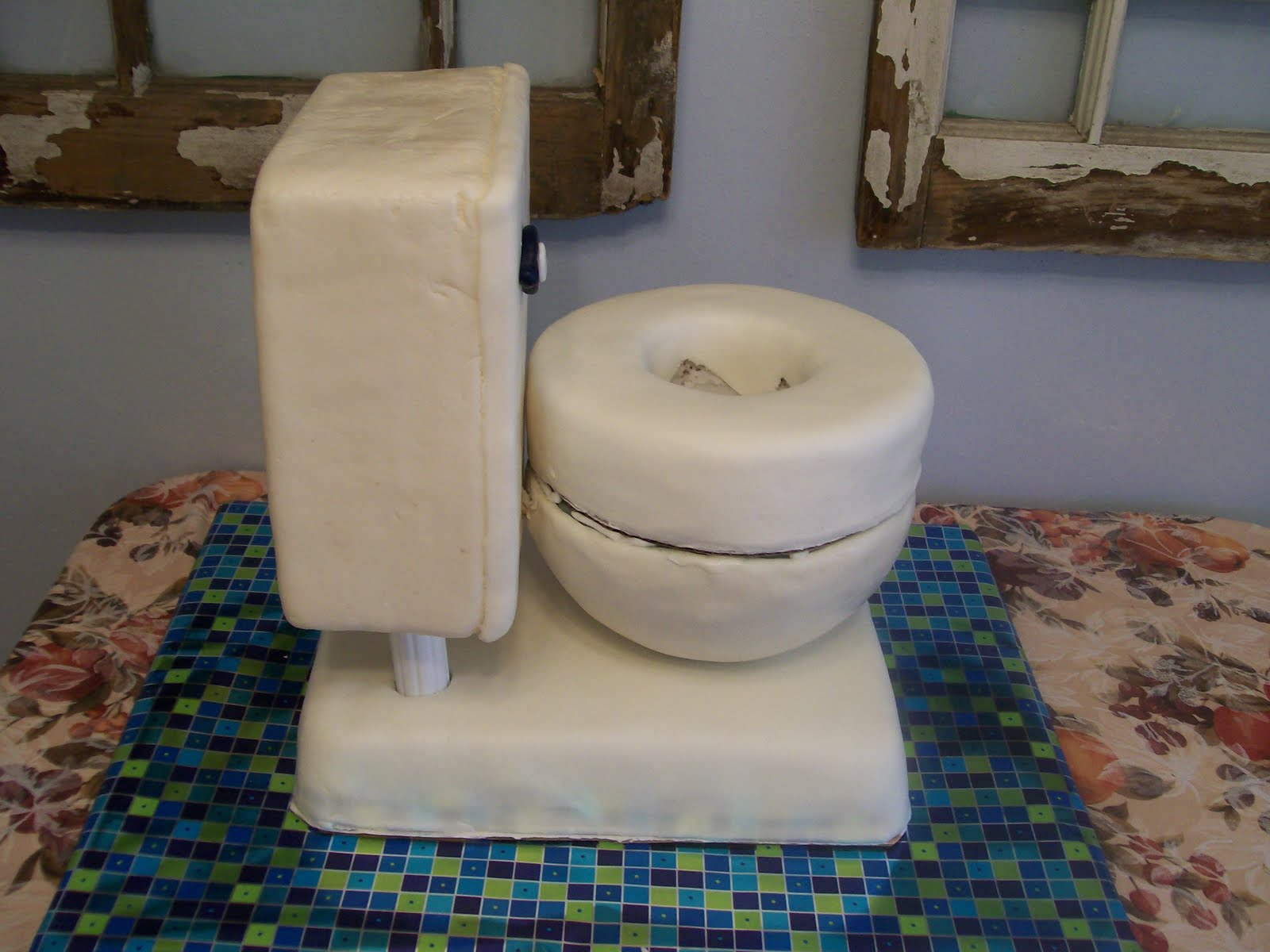 Cake Images Of Toilet : Let Them Eat Cake!: Toilet Cake