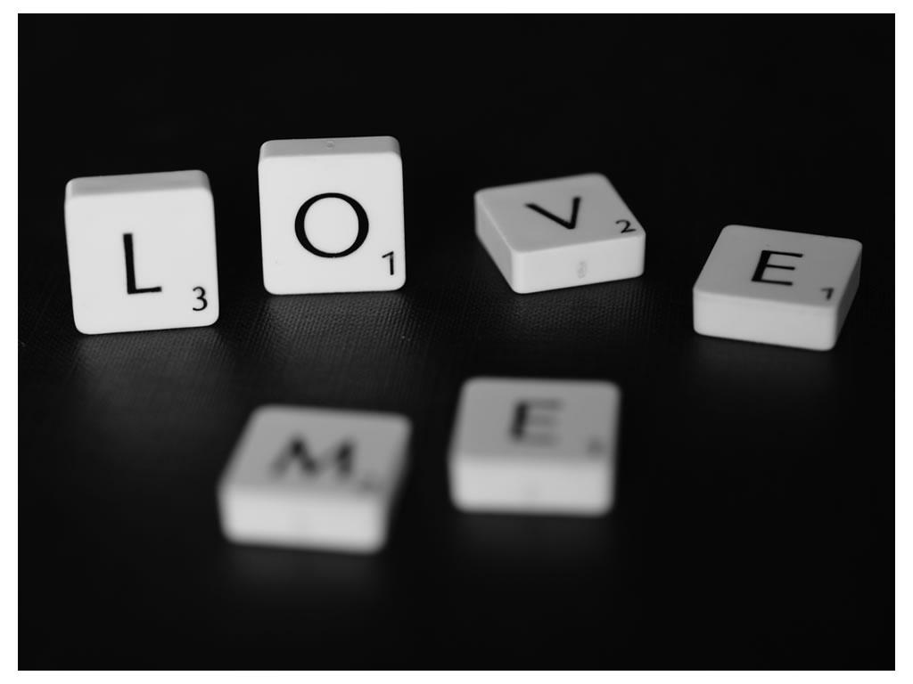 http://1.bp.blogspot.com/_6aK7nYtPfCU/TOdQ70xYYMI/AAAAAAAAAQ8/pdzawK4-2-c/s1600/love-me.jpg