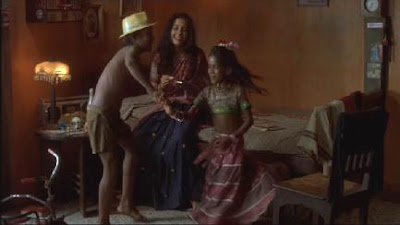 Rekha, Manju ve Krishna dansederken