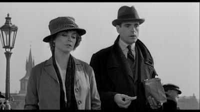 Kafka ve Gabriela, fonda ise ünlü 'Şato'