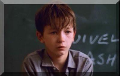 Billy sınıfta Kes'i anlatırken...