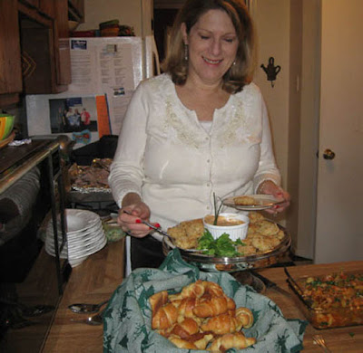Divasofthedirt,mattie tries crabcakes