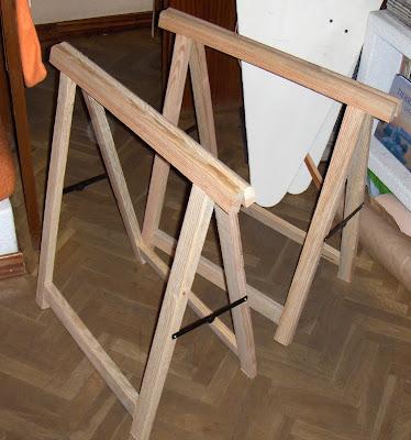 El blindado personal una mesa cutre 1 camuflando for Caballetes de madera para mesas