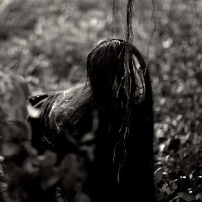 ... here, foto hantu kuntilanak seram sekali loh. Hantu