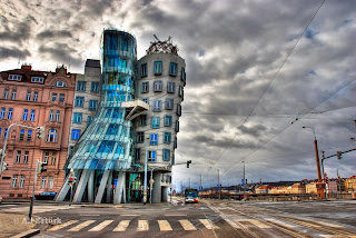 Frank Gehry - Dancing House (Case Study)