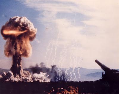 http://1.bp.blogspot.com/_6lhBT1PeLB0/SGp7TyPxcNI/AAAAAAAAAD0/Grreeqd9cHg/s400/nuclear%2Bwar.jpg