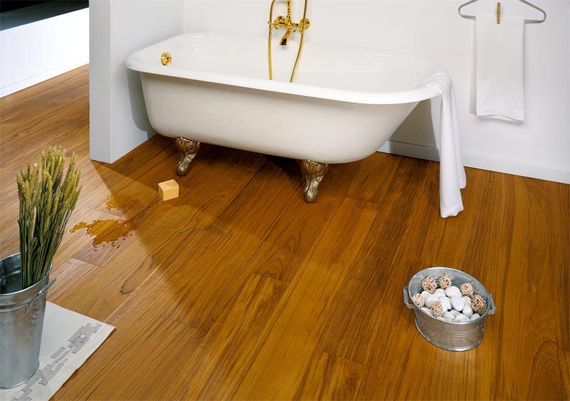 Consigli per la casa e l 39 arredamento pavimento in legno - Parquet in bagno e cucina ...