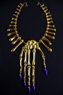 http://1.bp.blogspot.com/_6niSe03B6uA/SwVKJW7wVII/AAAAAAAACFo/7FL-KkufoC8/s400/bijoux-punk.jpg