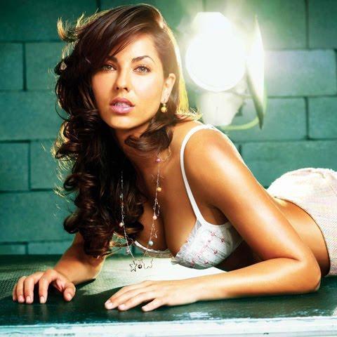 Another gorgeous Mexican telenovela actress, the lovely Barbara Mori ...