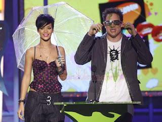 fotos-rihanna-kids-choice-awards-2008-escote.jpg