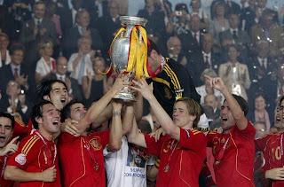 fotos-españa-vs-alemania-eurocopa-festejos-levantando-la-copa