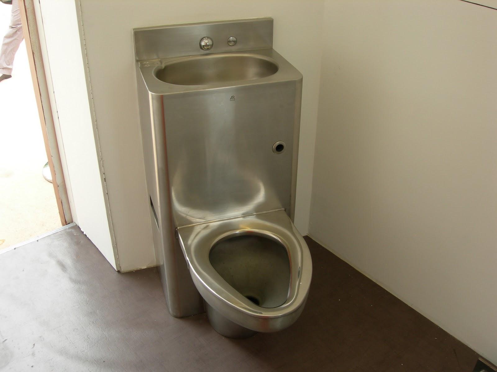 http://1.bp.blogspot.com/_6p3UFHZzS8I/TUxIah8NXzI/AAAAAAAAADs/D7-b-ouHphs/s1600/Amnesty-gitmo-cell-toilet.jpg