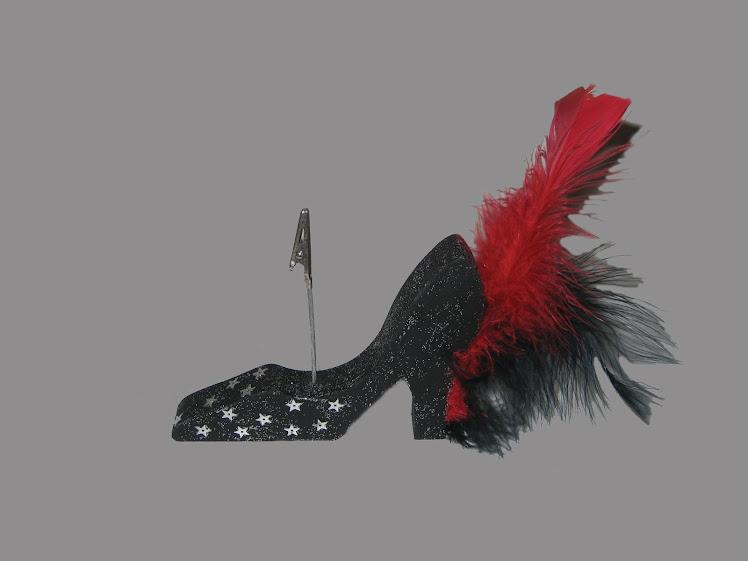 zapato de madera taco alto con pluma