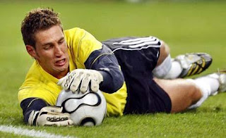 maarten stekelenburg goalkeeper ajax, goalkeeper netherland, goalkeeper Holand, Man united Hunt Stekelenburg, Stekelenburg keep ball, style stekelenburg keep ball