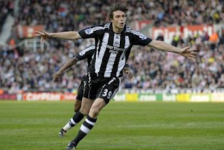 man united target Andy carroll in transfer, striker newcastle andy carroll, andy carroll celebration