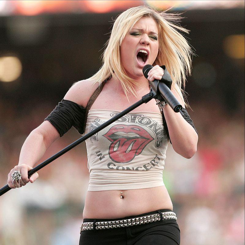 Kelly Clarkson hot photo