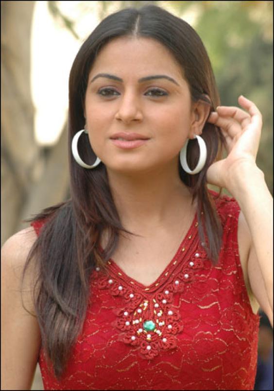 Shraddha Arya sexy foto