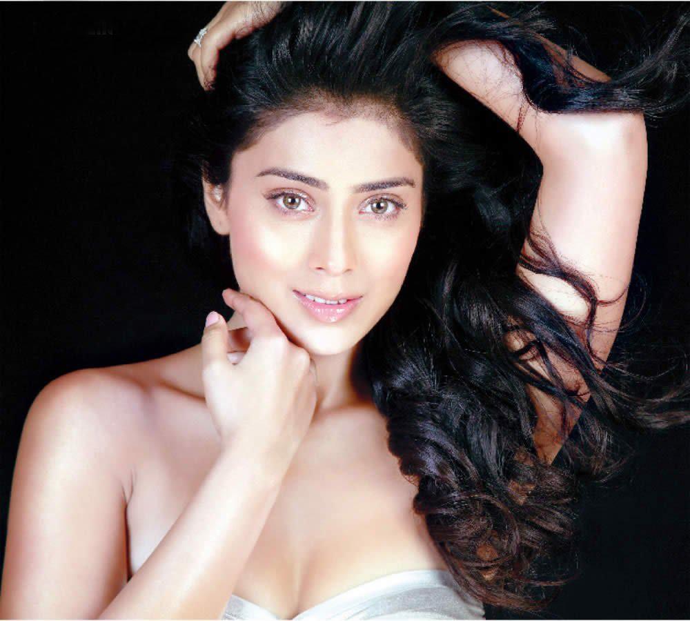 Shreya Saran sexy foto