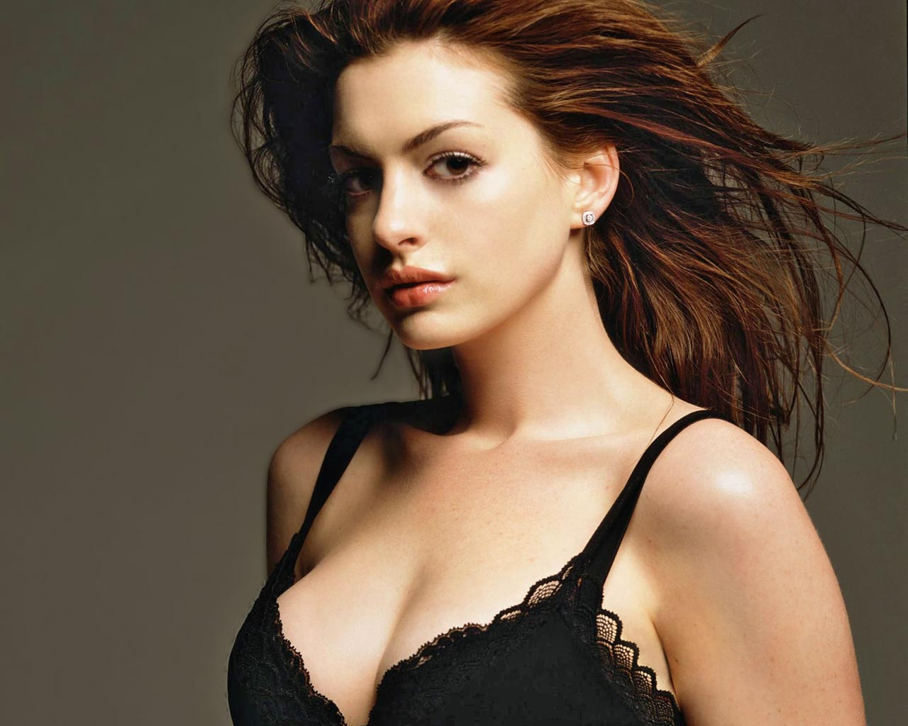 Anne Hathaway hot picture