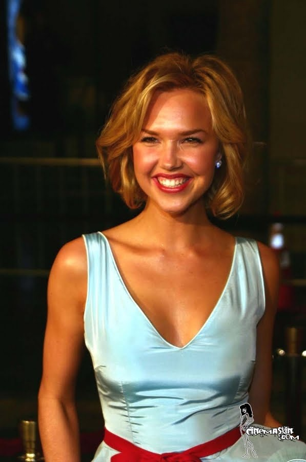 Arielle Kebbel Sexy Pics, Hot Arielle Kebbel Photo Gallery