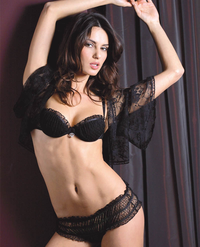 Catrinel Menghia hot picture