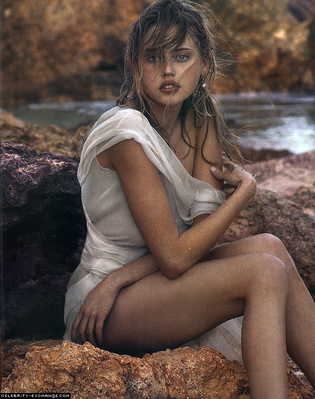 Estella Warren sexy pic
