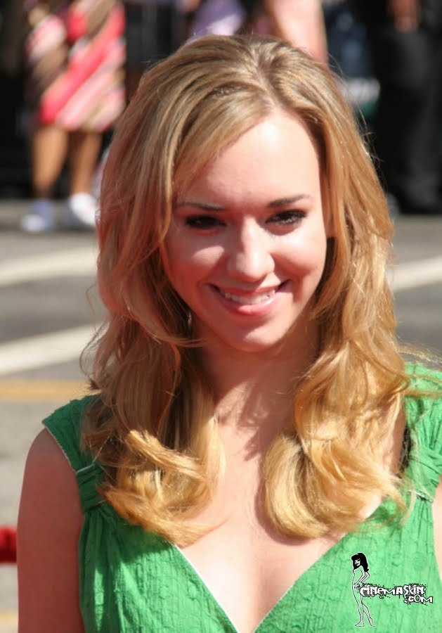 Andrea Bowen Hot Photo