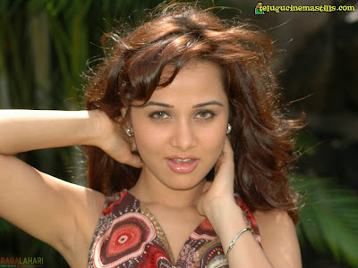 Nisha Kothari sexy foto