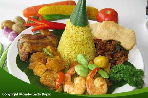 Nasi Kuning untuk Acara Hajatan