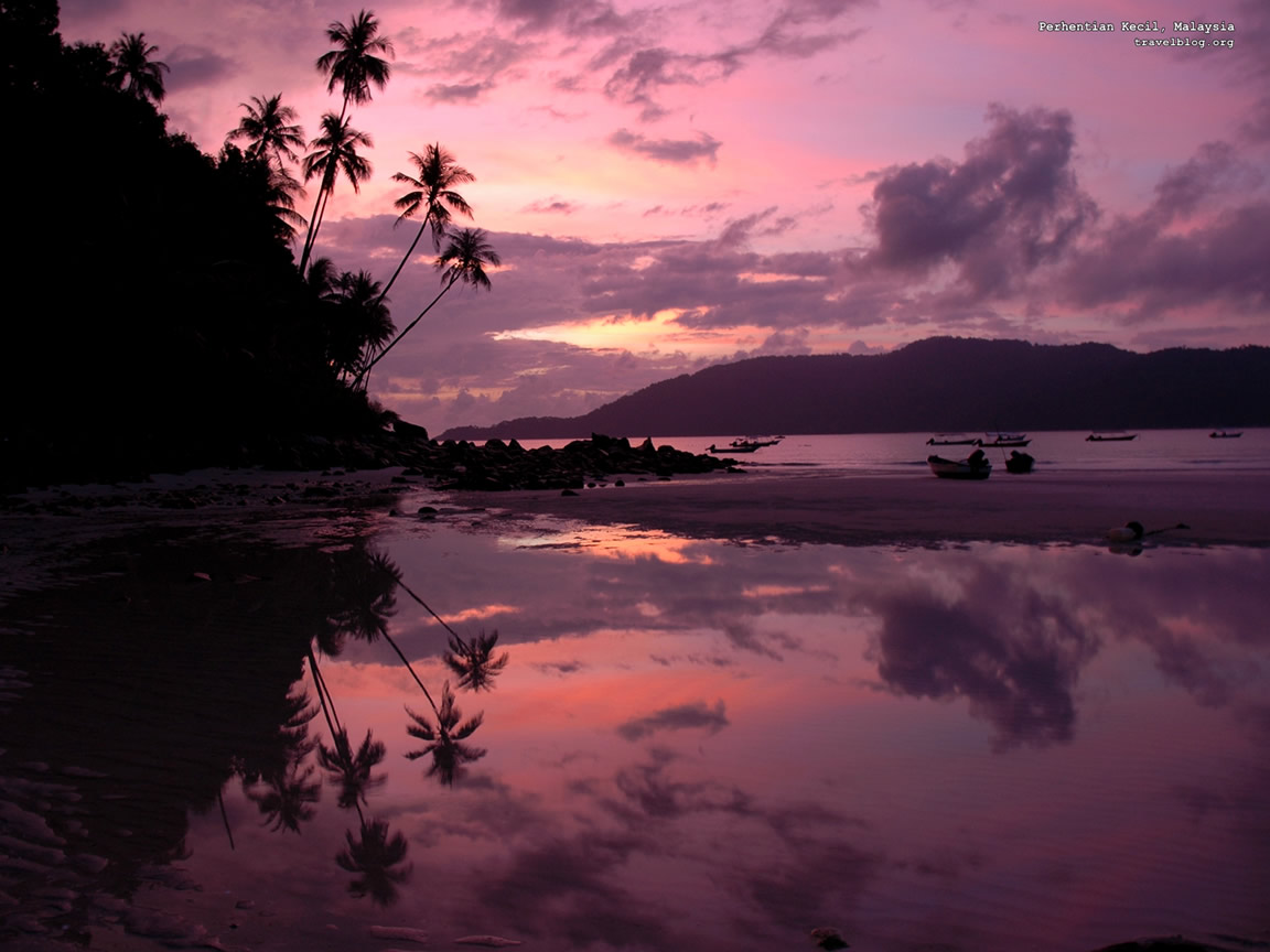 http://1.bp.blogspot.com/_6tBAFLVywJ8/TUH4tdrIjeI/AAAAAAAAAVg/N6izt_s7iwQ/s1600/sunrise_wallpaper-1152x864.jpg