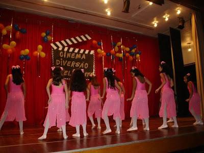 Espetáculo de dança Verônica Ohana. Patrocínio do Cineplaneta